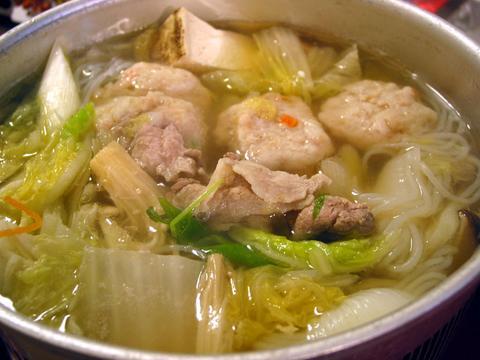 鶏団子と豚肉のいしり鍋