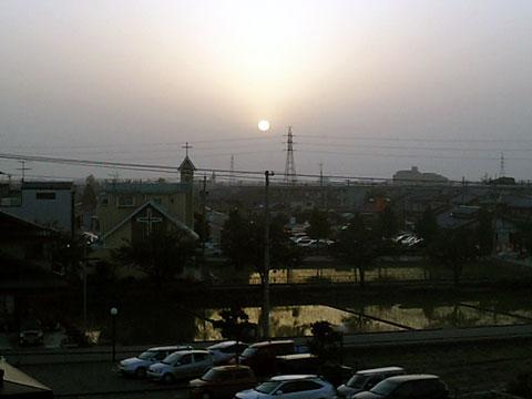 黄砂フィルタの掛かった夕日