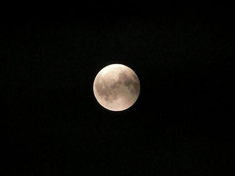 月食の日の満月