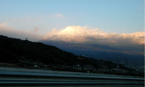 富士から富士山を望む