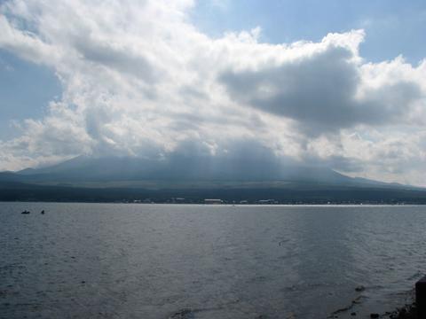 富士山は見えず、残念!