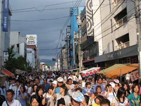 本町通りは人の波