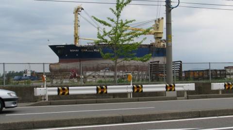 金沢港の座礁船