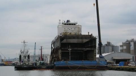 座礁船の後部
