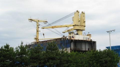 座礁船前部
